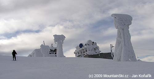 Zasněžený vrchol Chopku