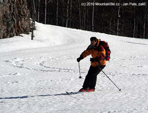 Two guys were skiing down from the summit of Radeševo