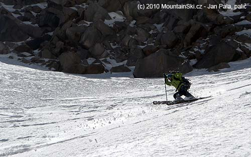 Aljona Denshchik skiing from the pass below Takhte Soleyman, Alam Kooh area, Iran 2010