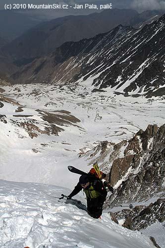 Adam reaches the pass below Takhte Soleyman