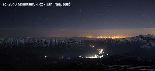 Dole Polur, vzadu snad svítí Teherán– zvýšky 4200m