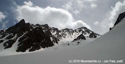 Chvíli po nástupu na lyže, první lavina či splaz předemnou