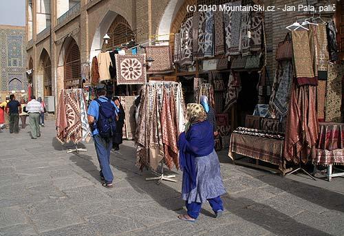 Krámky vEsfahanu na náměstí
