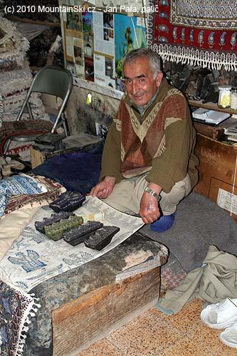 Ruční výroba koberců vEsfahanu