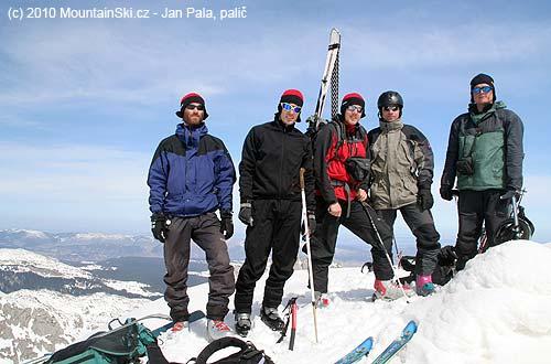 Nezbytné vrcholové foto, zleva Honza,  Jenda, Ruda, Matěj aRopák