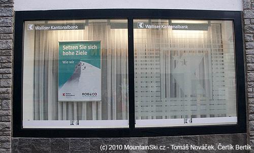 Reklama visící ve výloze Kantonalbank