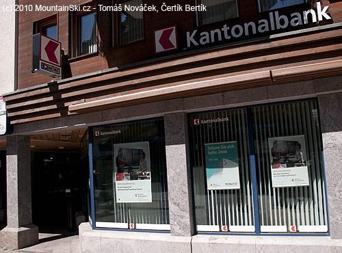 Kantonalbank vZermattu, opět foto zoblasti Triglavu vevýloze