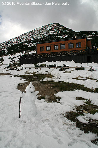 Snowman, hut and Predné Solisko