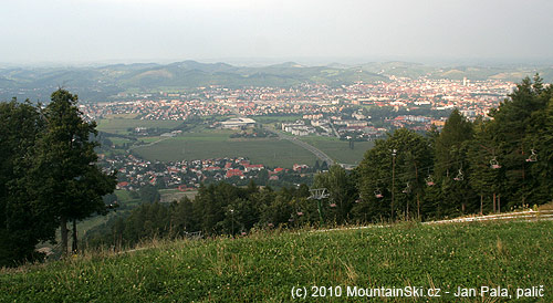 Výhled na Maribor zmísta nedaleko startu kolejnicovýchvozíků