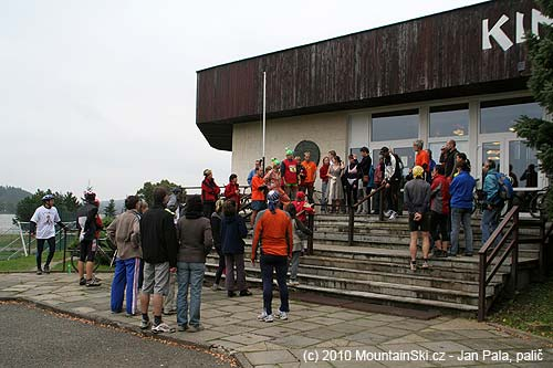 Explanation of conditions for competition Jedovnický drsoň in the front of the cinema in Sunday'smorning