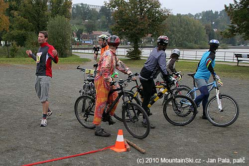 He finished running among the first runners, but his bicyclist dissapeared somewhere