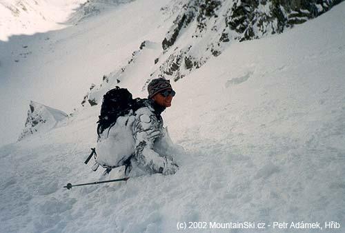 Palič přisypán sněhem ve Velké Studené dolině