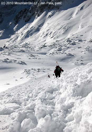 Stoupání okrajem laviniště