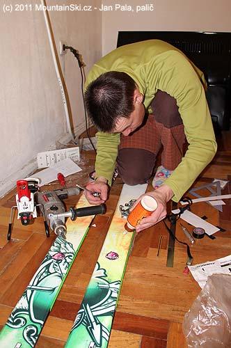 Matúš se výborně realizoval při montáži vázání Diamir Freeride Pro a Dynafit Speed na lyže Movement Sluff a MovementTatoo