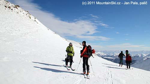 Nedokončený výlet na vrchol Khoustoup, sedlo cca 2800m