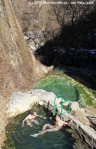 Do Tatevu jsme se nedostali, tak aspoň koupel uĎáblovamostu