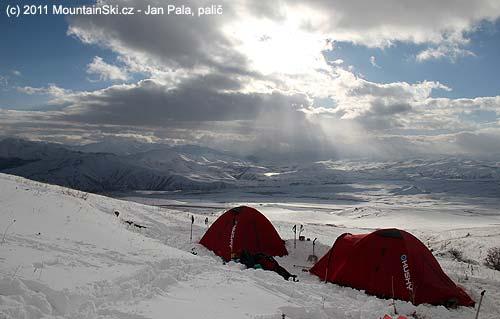 Tábořiště pod vrcholem Ishkhanasar