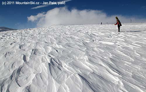 Dvacetikilometrový přesun na lyžích kAragatsi vypadal častotakto