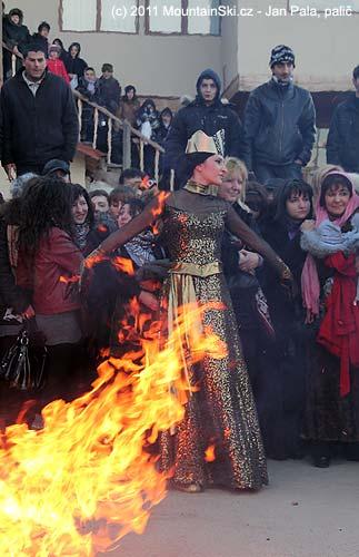 Arménský církevní svátek vTbilisi, spousta ohně atance