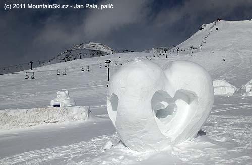 VGudauri měli vhorní části soutěž sněhových sochařů