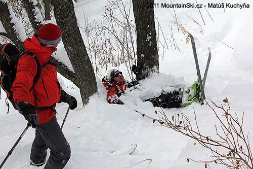 Paličovo polykání sněhu a tykání si se stromy vJermuku