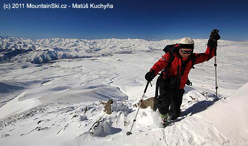 Palič ve výstupu na vrchol Ishkhanasar