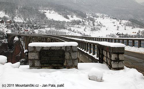 Most přes Taru, poprvé, co jsem ho viděl pod sněhem