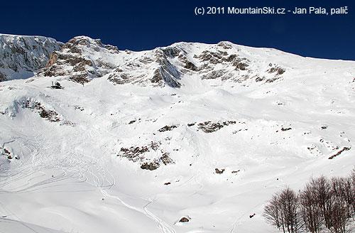 Horní freeridová část ski centaru Durmitor, malých lavin bylo spousta