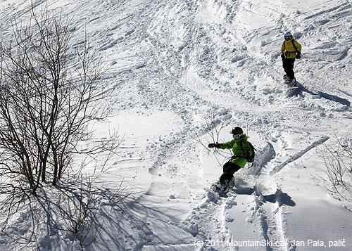 Dva malí snowboardisti neměli žádný problém