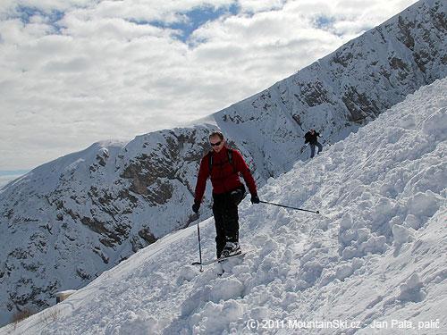 Průjezd laviništěm kzačátku dalšího sjezdu nebyl znejlepších