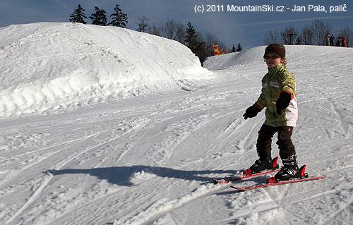 Na Trojáku mají připraveny velké hromady technického sněhu na prodloužení lyžařskésezony