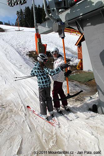 Dolní stanice kotvy– sníh byl díky slunci kašovitý