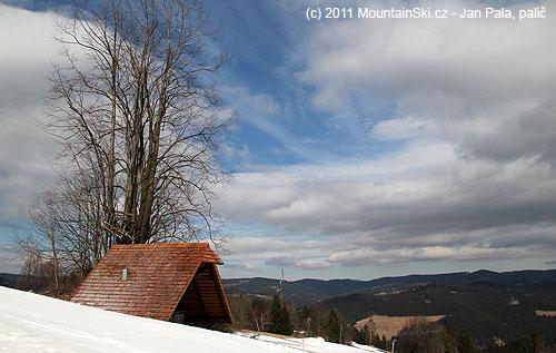 Výhled od horní stanice kotvy na Vsetínské vrchy