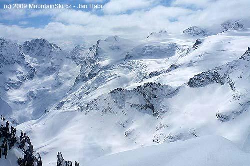 Glacier Tribolazione below Gran Paradisem