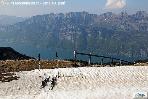 Na vrcholu Prodkammu– hluboko dole je Valensee