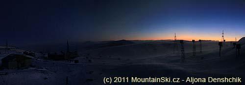 Západ slunce ujezera ve výšce 3200metrů