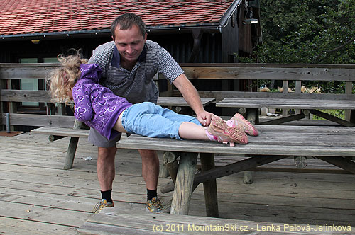 Podle vzoru je potřeba dělat izáklony na stole– Alžbětka