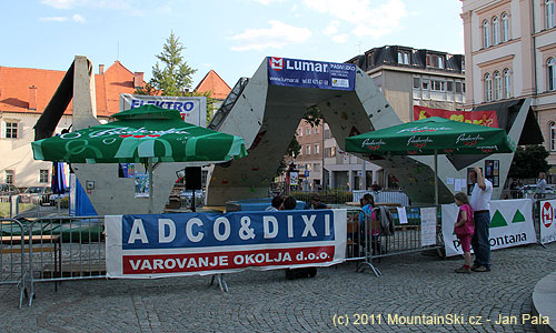 Vrámci festivalu Lent Maribor byla postavena itato 16metrů dlouhá a přes 4metry vysokástěn