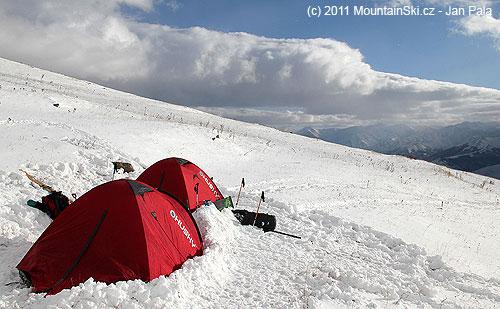 Kromě silného větru a nízkých teplot bylo naše tábořiště ideální