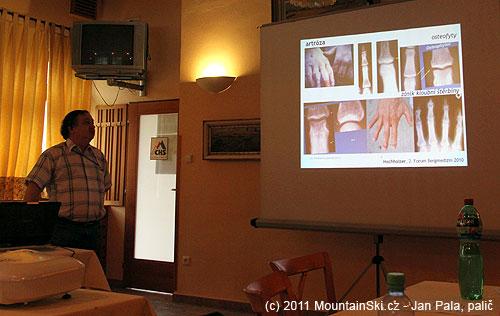 MUDr. I. Rotman rozebírá poškození prstů zpřetížení