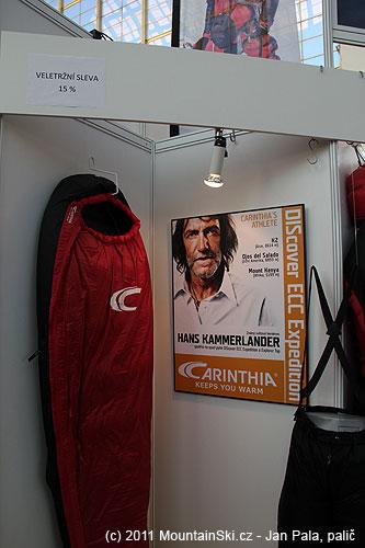 Tváří firmy Carinthia je Hans Kammerlander, nevím, proč mu ve výčtu na plakátu chyběl Everest slyžemi vroce1996