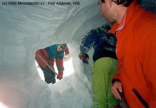 Grca byl na důležitém postu odhazovače sněhu od záhrabu, venku byla vichřice a kosa, fotilHřib