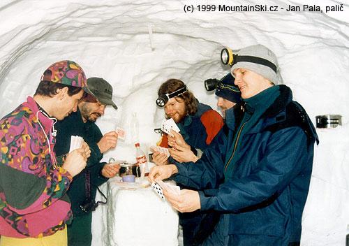 Karbaníci ubarového pultu– zleva Johan, Hřib, Mesner, Občan aDušan