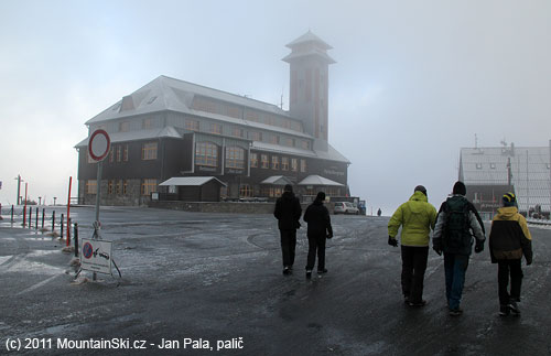 Namrznuto, mlhavo a ktomu silný vítr– Fichtelberg