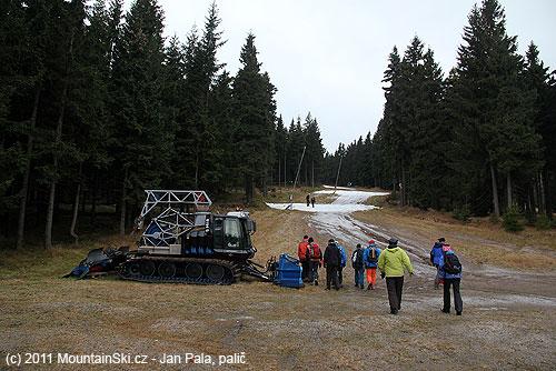 Rolba vybavená ipro obstarávání technického sněhu