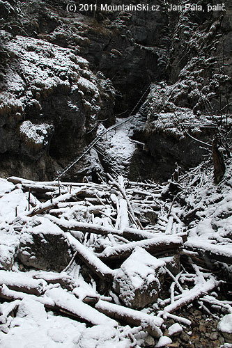 Jako první je vdolině Misový vodopád– led nikde
