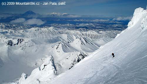 Matúš on skis, Avacha-Korjakskij group of volcanos in background
