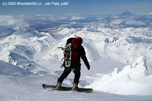 Mišo starts descent on snowboard