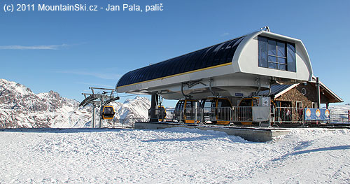 Horní stanice kabinkové lanovky Costaccia