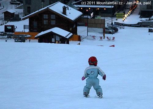 Přívratné postavení lyží jsme ani nepoužili, rovnou se šlo na paralelní postavenílyží
